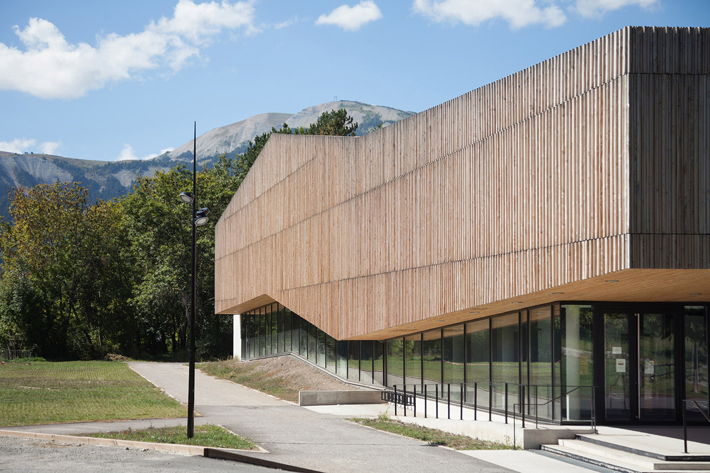 jerome-ricolleau-photographe-architecture-lyon-Composite-grenoble-gymnase-seyne-les-alpes-4