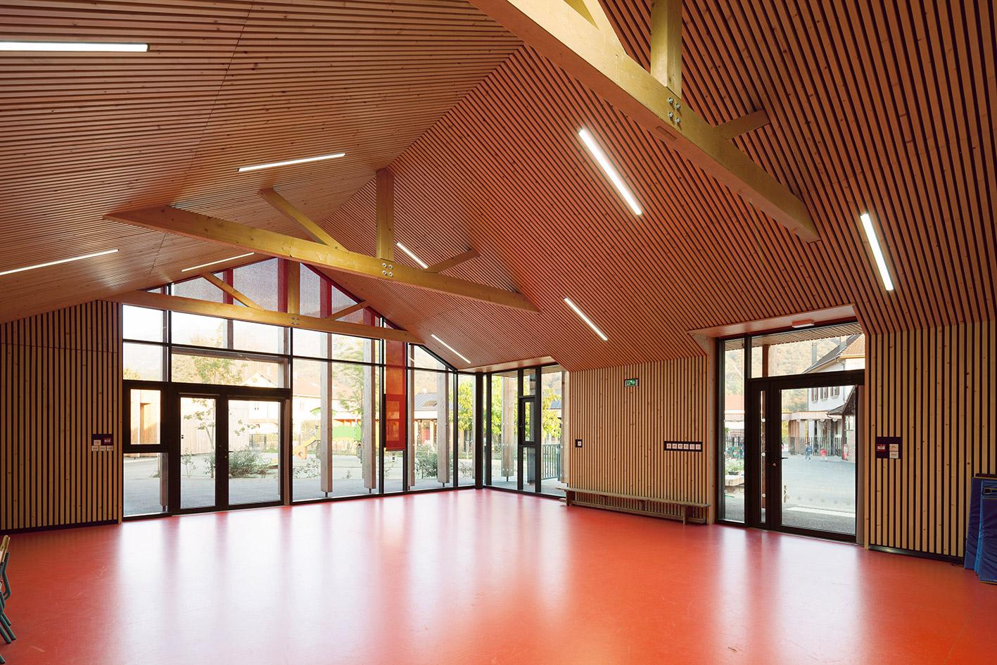 jerome-ricolleau-photographe-architecture-lyon-Composite-grenoble-vaulnaveys-le-haut-restructuration-extension-ecole-jules-bruant-maternelle-elementaire-periscolaire-multiaccueil-10